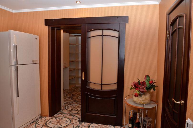 Деревянные двери - все виды и классификации современных вариантов в фото обзоре!