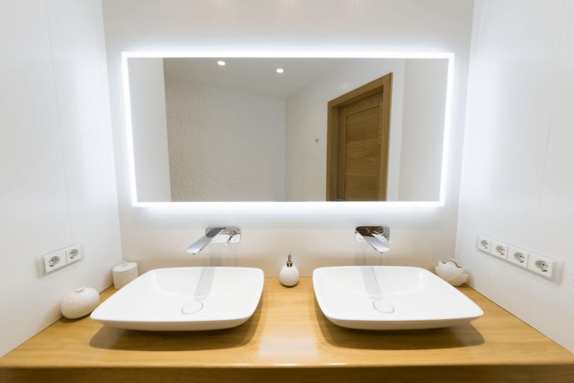 Розетки в ванной: правила установки, требования и нормы безопасности, выбор расположения и методы защиты (90 фото)