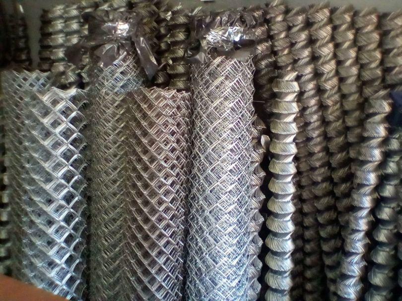 Сетка рабица - особенности подбора, технология производства и варианты применения рабицы (120 фото)