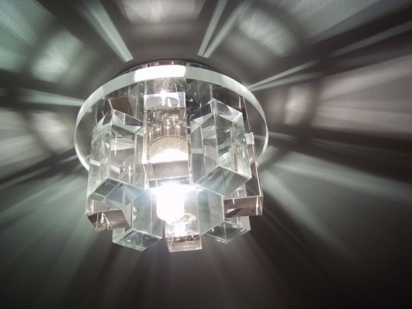 Точечные светильники для натяжных потолков - выбор, монтаж и подключение лучших светильников (90 фото)