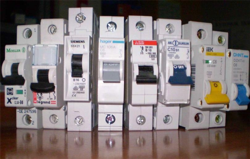 Автомат УЗО - конструкция устройства, правильные схемы и варианты подключения (90 фото)