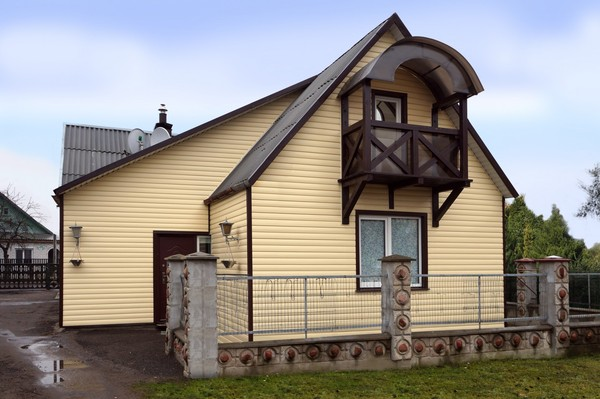 Отделка фасада дома сайдингом